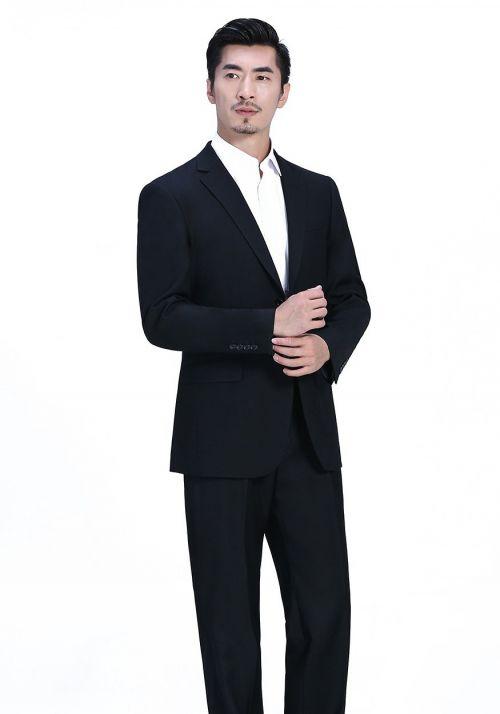 不同身材的人怎么订制西服?如何选择它的面料色调?